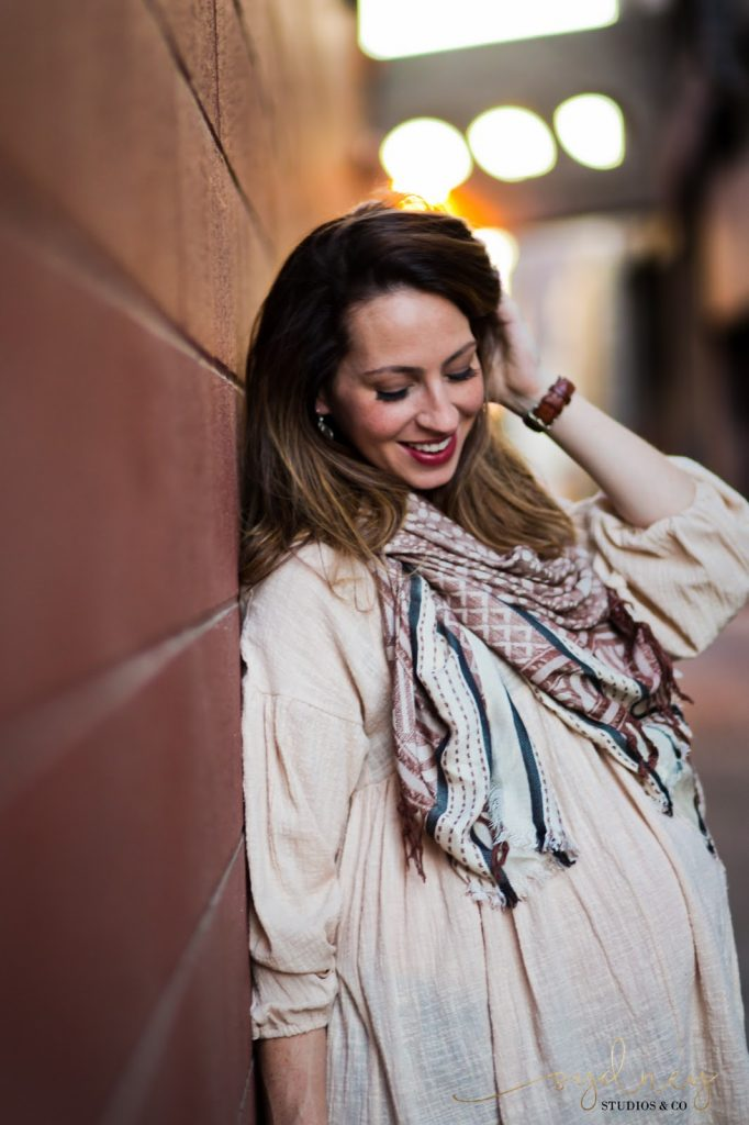 Third trimester pregnancy fashion boho maternity style outfit for Fall