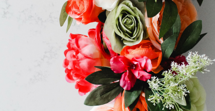 Spring Kitchen Refresh: A DIY Floral Island Centerpiece Decoration