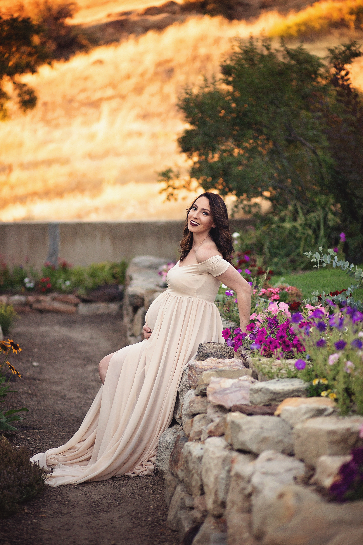 Idaho Flower Garden Maternity Shoot With Elm Photography